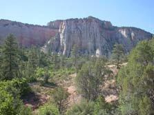 彫刻調の岩肌