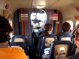 遊覧飛行の航空機の中
